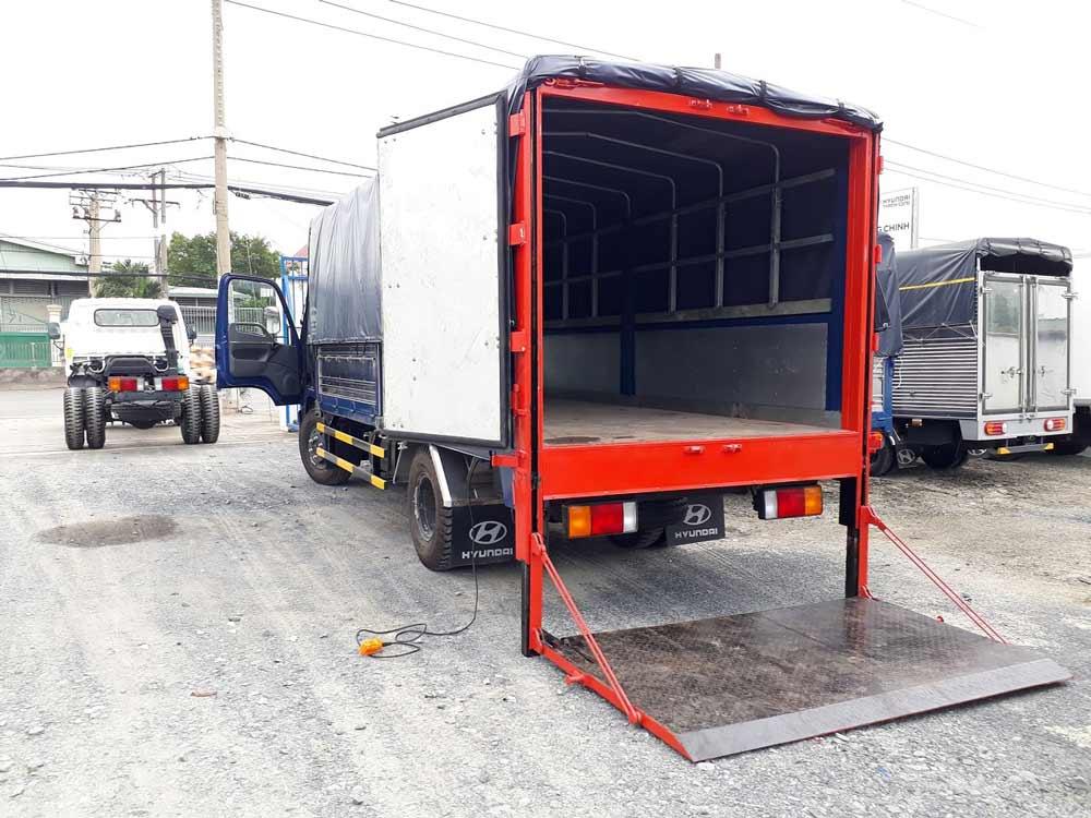 Xe tải 2 tấn (bàn nâng+ mui bạc)