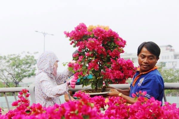 Xe chở hoa ngày tết
