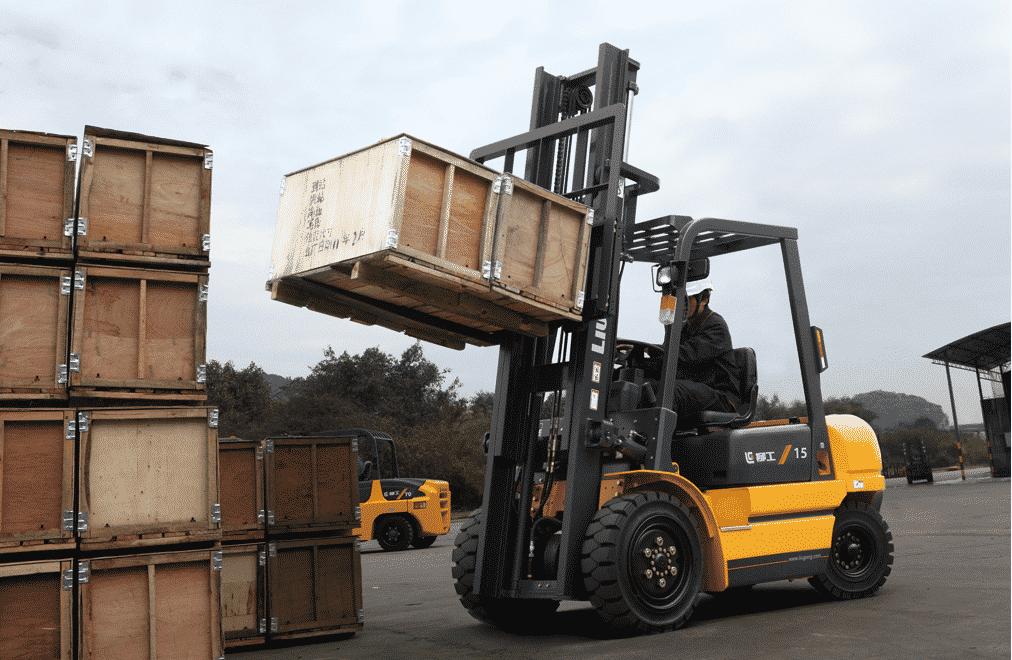 xe nâng hàng hóa tại cảng