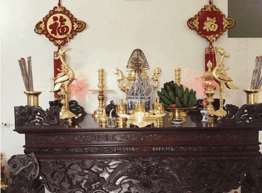 Bàn thờ gia tiên thường nên được đặt ở vị trí chính giữa căn nhà