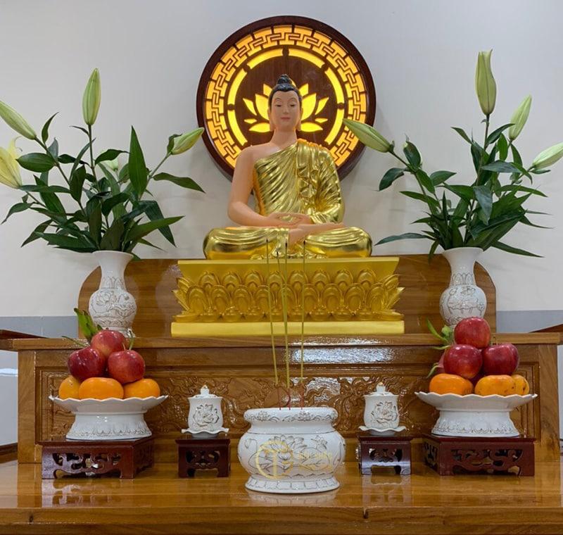 Tùy vào thời kỳ giáo hóa của mỗi Đức Phật và pháp môn tu hành để thờ nhưng không nên thờ quá ba vị sẽ gây rối loạn