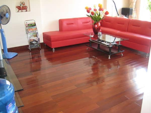 Sàn nhà gỗ phòng khách cho người mênh hoả