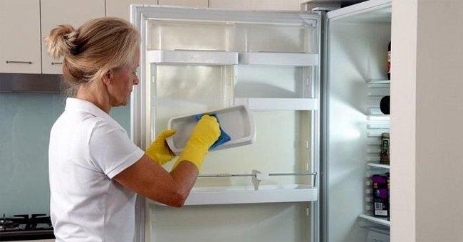 lau chùi nội thất tủ lạnh