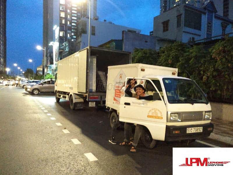 đội ngũ xe tải chuyển văn phòng của Lê Phong