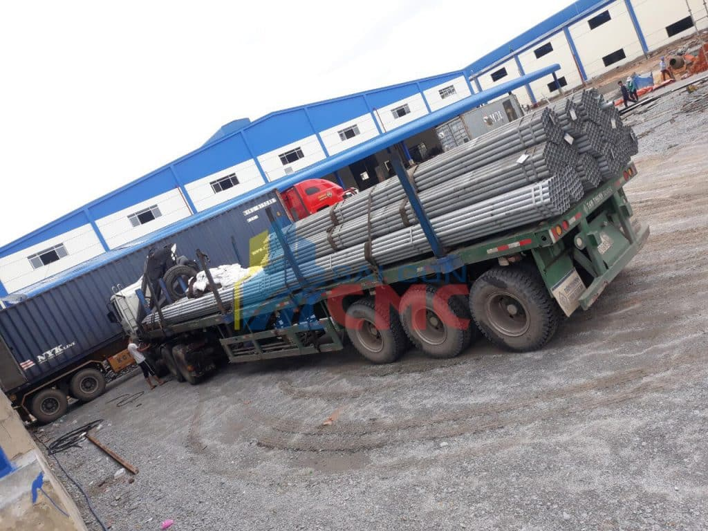 xe container vận chuyển sắt thép